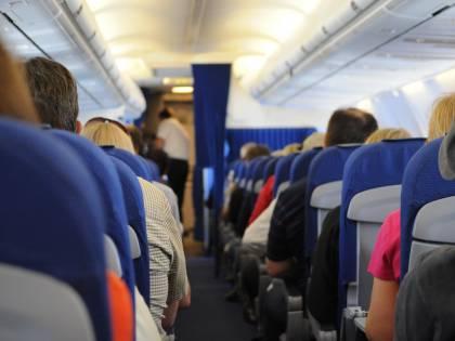 Si innamora di una hostess e blocca un aereo: condannato