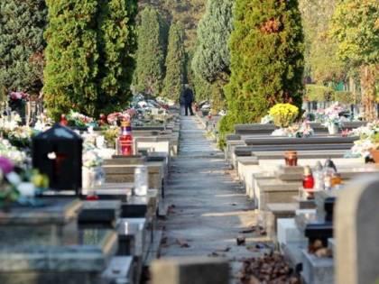 Salerno, anziana 80enne cade in una tomba e si ferisce