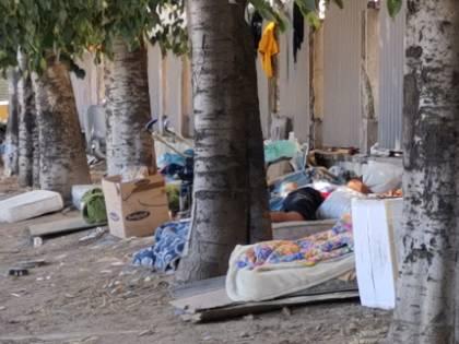 Degrado all'ospedale: l'accampamento abusivo dei migranti sgomberati