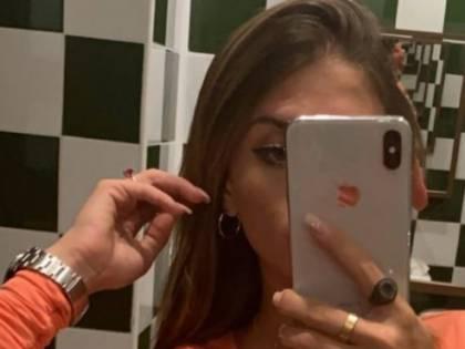 Chiara Nasti mostra il piercing intimo