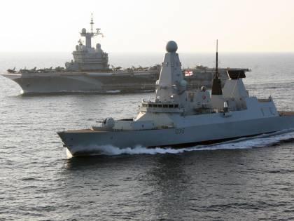 Russi sparano a una nave britannica: alta tensione nel Mar Nero