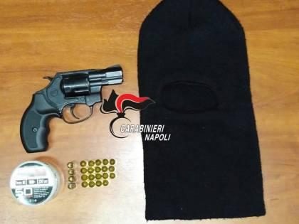 Sul Vesuvio con una pistola senza tappo rosso, arrestati due giovani