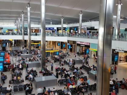 Passeggero con Parkinson sta male, l'aeroporto non lo aiuta