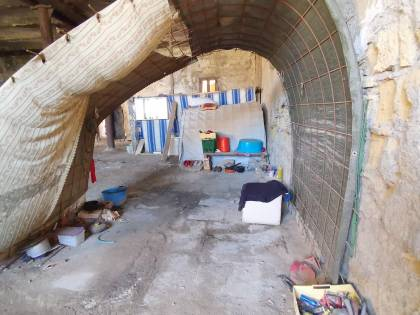 Sciacalli e senzatetto nella fabbrica dismessa del Comune