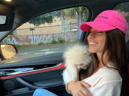 Anegla Nasti e il suo nuovo cagnolino: i fan la prendono in giro