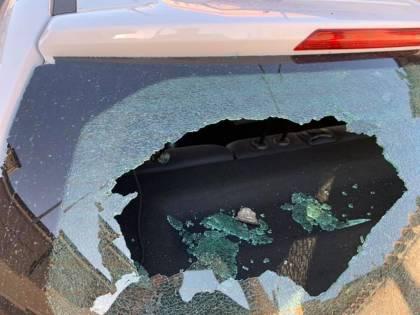 Frammenti di un Boeing 787 cadono su tetti e automobili a Fiumicino