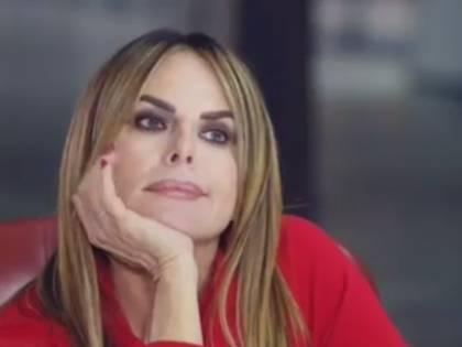 """Paola Perego srotola un """"Filo rosso"""" per ricucire i legami del cuore"""