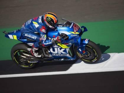 Motogp, Silverstone: Rins beffa Marquez nel finale. Quarto Rossi