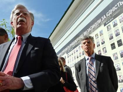 """E Bolton """"bombarda"""" Trump"""