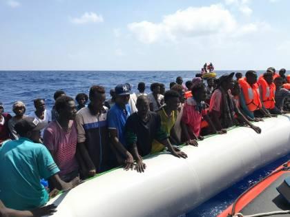 """""""Centro migranti è al collasso"""", Lampedusa teme nuovi sbarchi"""