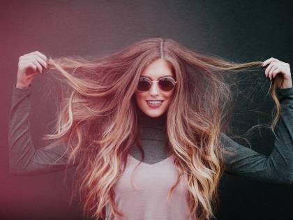 Caduta stagionale dei capelli: i rimedi naturali