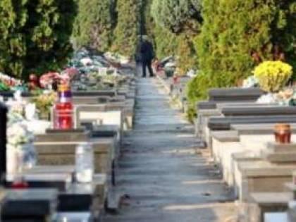 Choc a Pesaro, va al cimitero ma trova la sua foto sulla lapide