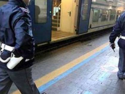 Roma: si chiudono le porte del treno mentre la figlia di 3 anni è a bordo