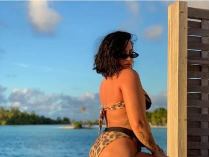 Demi Lovato posa in bikini e mostra la cellulite