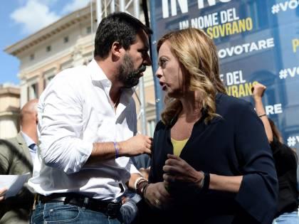 Salvini e Meloni si dividono. I gemelli sempre più diversi
