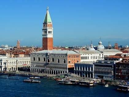 Venezia, via libera al ticket d'ingresso per i turisti: polemiche