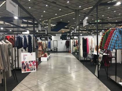 """TheOneMilano, l'haut-à-porter diventa anche """"seasonless"""" e rivisita i canoni estetici della moda donna"""