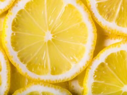 Parigi, fetta di limone al bar fatta pagare 50 centesimi