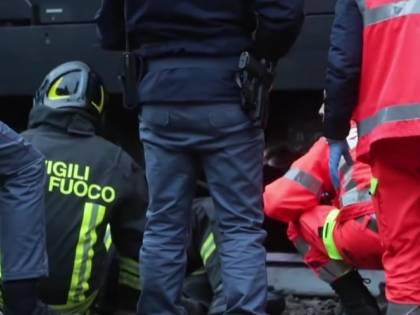 Cesena, 13enne si getta sotto un treno in corsa