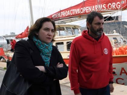 """Follia ecologista della sindaca di Barcellona: """"Basta aerei per Madrid"""""""