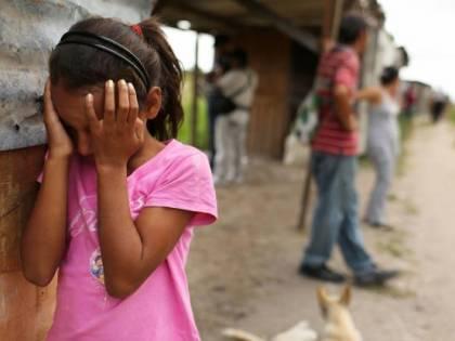 """India, bimbi uccisi a bastonate per avere """"fatto i bisogni all'aperto"""""""