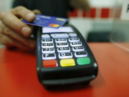 Il piano del governo per eliminare i contanti: cashback fino a 3mila euro per chi paga con carta