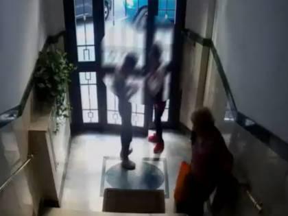 Seguita, aggredita in casa e pestata dai ladri romeni: 79enne finisce ricoverata