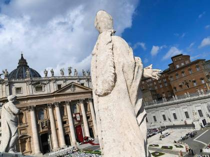 """Vaticano, chi è """"l'erede"""" di Marcinkus allo Ior"""