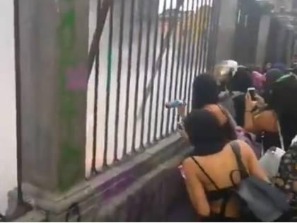 Messico, femministe pro aborto tentano di incendiare una Cattedrale