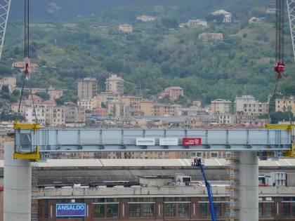 Genova, ponte pronto ma già bloccato