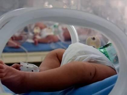 Portato in altro ospedale: il neonato di 10 giorni viene contagiato da virus