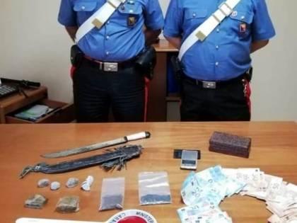 Arrestato ex black bloc: in casa aveva un machete e potenti droghe allucinogene