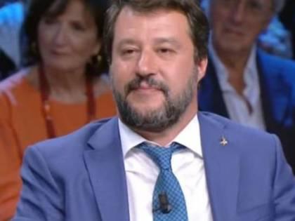 "La De Gregorio e Floris incalzano Salvini in tv Lui: ""Mangio un panino?"""