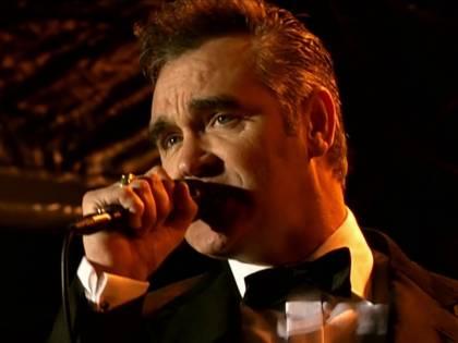 """Morrissey: """"La stampa britannica paga i manifestanti e li piazza nel mio pubblico"""""""