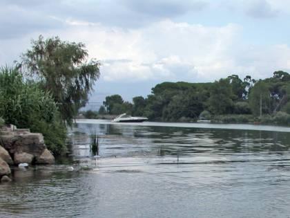 Caserta, trovato il cadavere di una donna nel fiume Garigliano: indagano i carabinieri