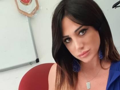 Marika Fruscio, scollatura esplosiva