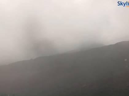 L'Etna emette cenere: chiuso sezione dello spazio aereo su Catania