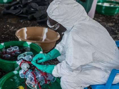 Ebola, l'Oms approva il primo vaccino mondiale contro il virus