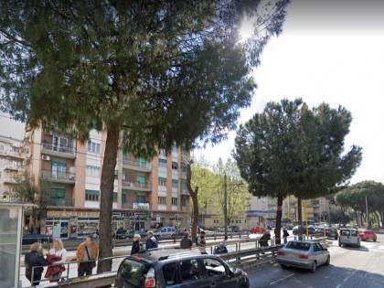 Roma, prima la rapina poi le botte ai militari: arrestato magrebino