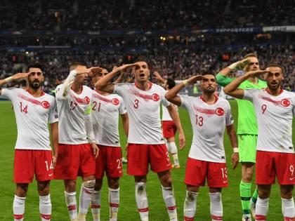 Saluto militare: l'Uefa punisce la Turchia con una sanzione da 50mila euro