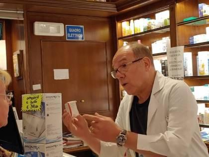 """Carlo Verdone avvistato in farmacia. """"Io medico per passione"""""""