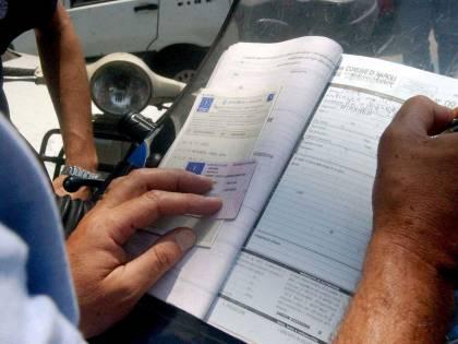 Treviso, guida per 50 anni senza patente: 76enne multata dopo un tamponamento