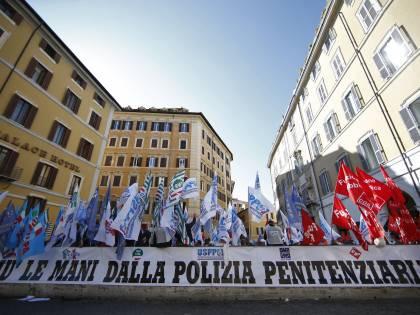 """""""Qui gli agenti sono in pericolo"""": scatta allarme carceri a Foggia"""