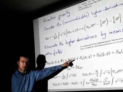Dalla gravità alla politica: un fisico ci spiega le regole della democrazia