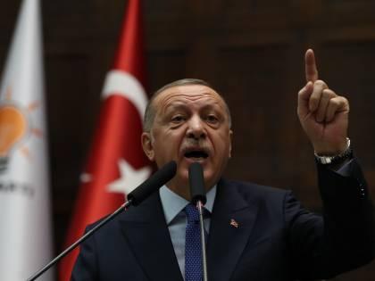 La Turchia bombarda e l'Europa dà un miliardo