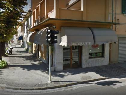 Pisa, distrugge ristorante, terrorizza clienti: straniero già libero