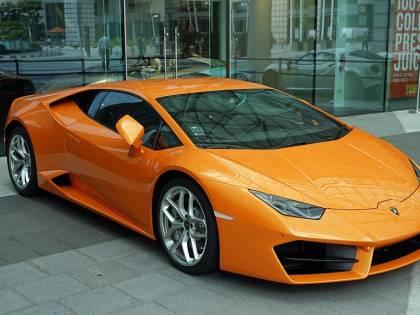 Noleggia una Lamborghini e la rivende: condannato un 55enne