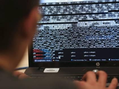 Blitz dei carabinieri a Napoli: arrestati ladri informatici che truffavano le aziende
