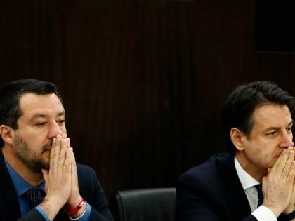 """""""Non firmiamo un c..."""". Il messaggio di Salvini inchioda Conte"""