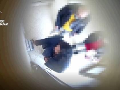 Pausa caffé infinita mentre erano al lavoro: arrestati 5 dipendenti comunali